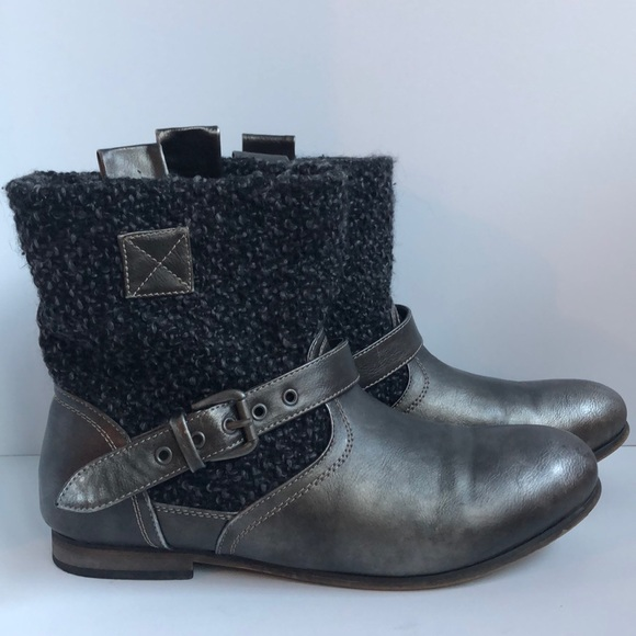 Muk Luk slip on casual boots with buckles size 10